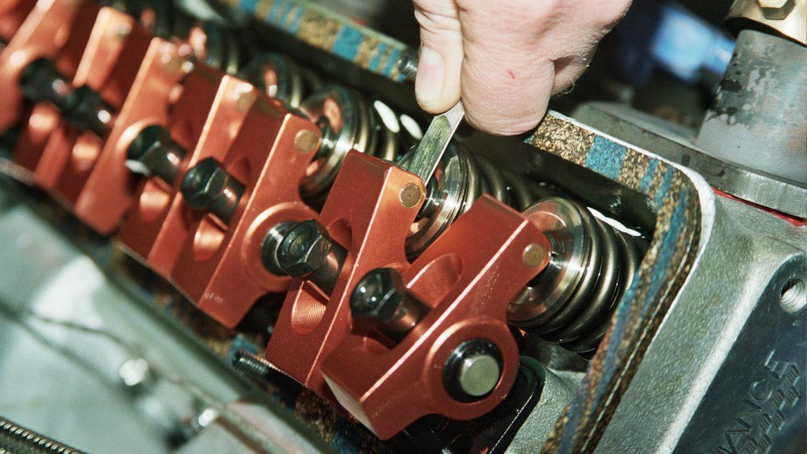 Setting valve lash